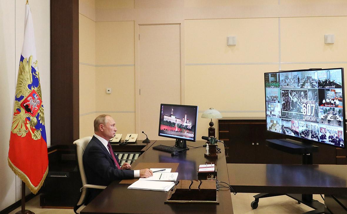 Владимир Путин в Ново-Огарево во время всероссийского открытого урока