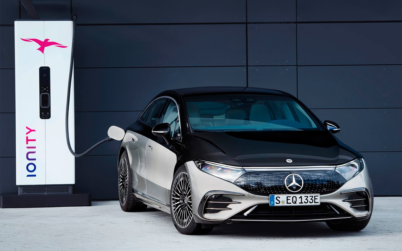 <p>Всего за 15 минут Mercedes-Benz EQS может пополнить заряд батареи почти на 300&nbsp;км запаса хода.</p>
