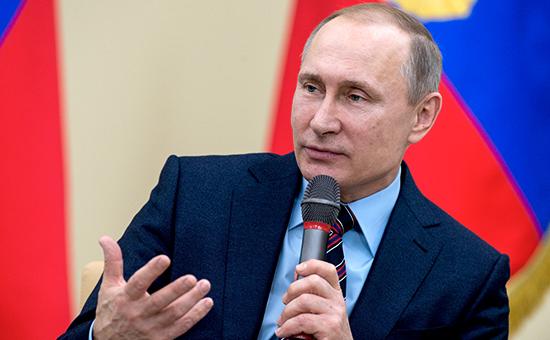 Президент России Владимир Путин вовремя встречи сактивом НП «Клуб лидеров попродвижению инициатив бизнеса», 3 февраля 2016 года