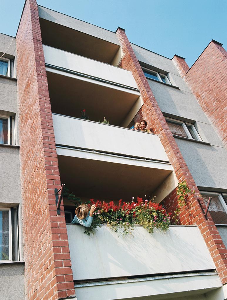 Жители новых домов колхоза «Накотне» Добельского района, Латвийская ССР