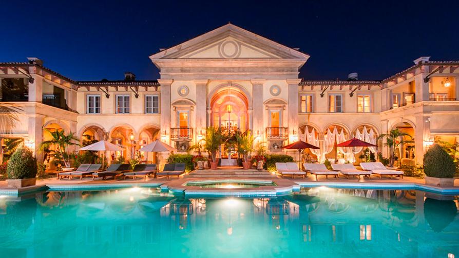 Стоимость: $129 млн Palazzo di Amoreв Беверли-Хиллз, штат Калифорния, рассчитан на одну семью. Построен в 2002 году. Площадь участка составляет более 101 тыс. кв. м, на нем располагается частная подъездная дорожка и парковка на 27 мест, водопад, бассейны, фонтаны, виноградники, павильон для боулинга, бальный зал, теннисный корт и гостевой дом. В самом доме 12 спален, 22 санузла, турецкая баня, столовая с колоннадой, винный погреб на 10 тыс. бутылок и комната для дегустаций