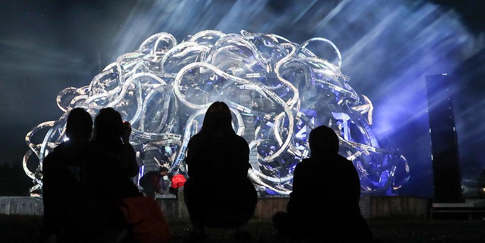 Арт-объект «Вселенский разум» художника Николая Полисского на фестивале ландшафтных арт-объектов «Архстояние-2017» в деревне Никола-Ленивец