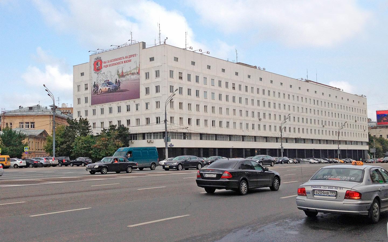 <p>&laquo;Ну, а что говорить о парковке за 380 рублей в час напротив столичного ГИБДД?&raquo;,&nbsp;&mdash; негодует Шкуматов.</p>