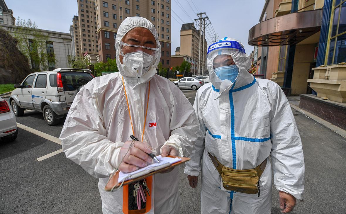 В Китае заявили об осложнении борьбы с COVID-19 у вернувшихся из России ::  Общество :: РБК