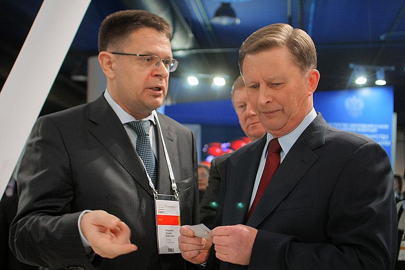 Экс-заместитель председателя правления «Роснано» Андрей Малышев (слева) и глава администрации президента Сергей Иванов на международном форуме по нанотехнологиям. Декабрь 2008 года