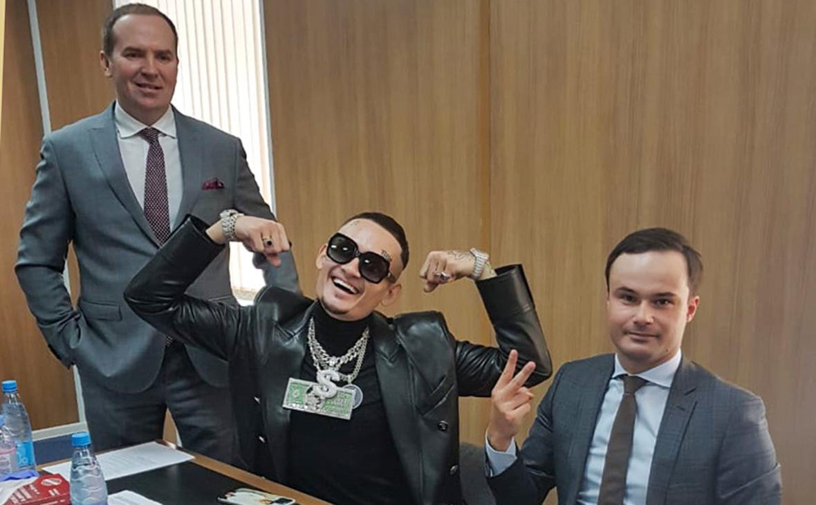 Рэпер Моргенштерн (Алишер Валеев) - в центре