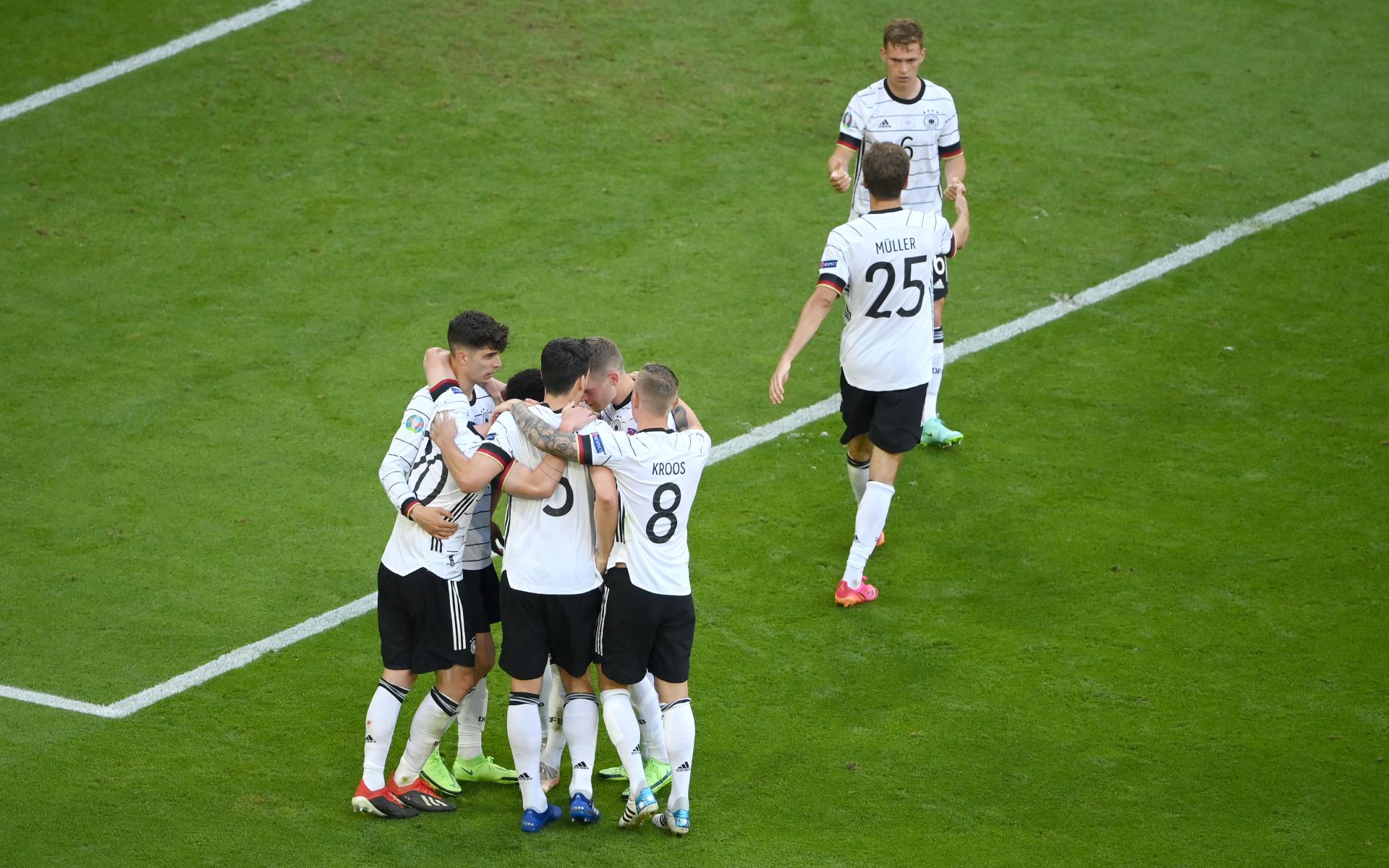 Фото:Игроки сборной Германии (Matthias Hangst/Getty Images)