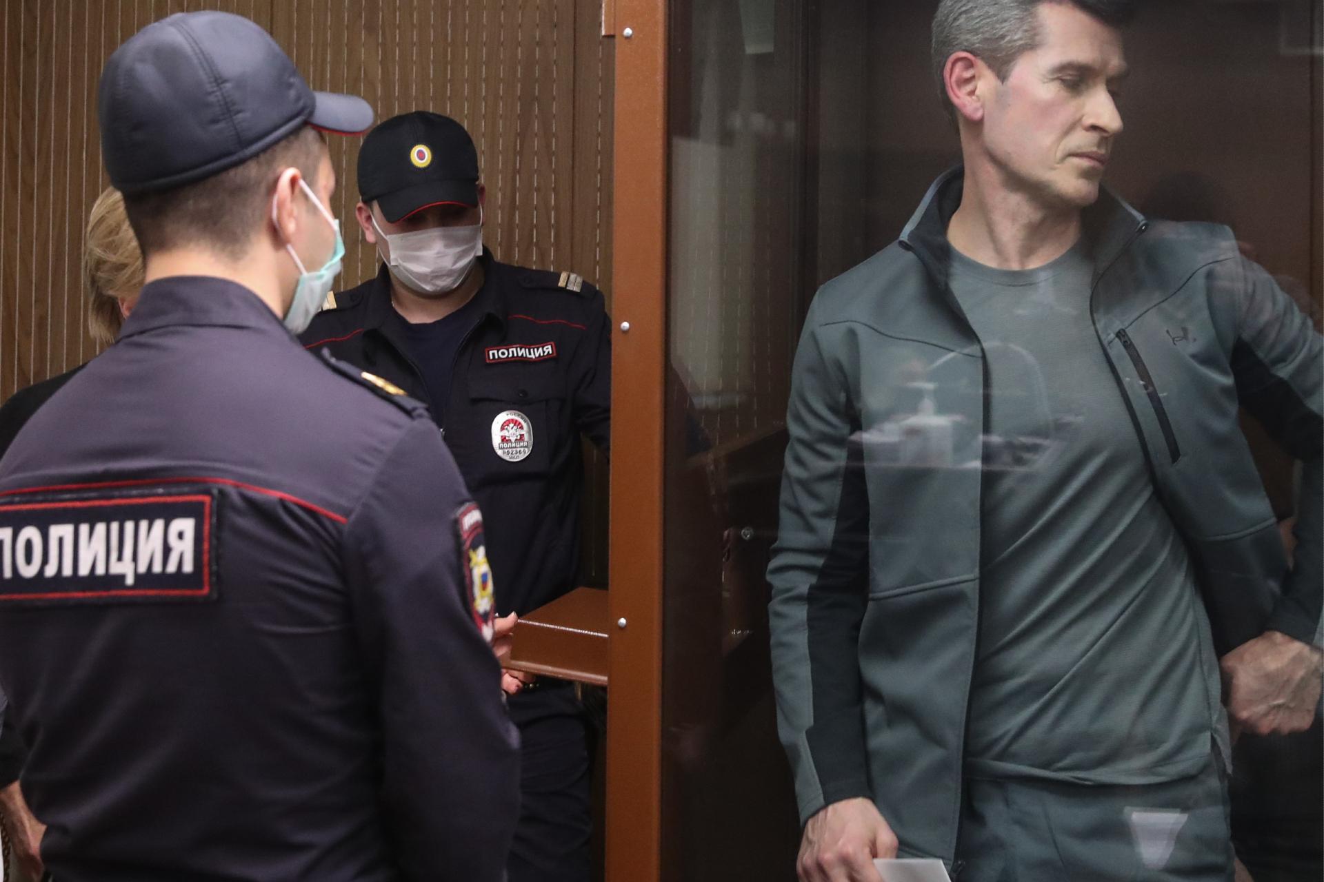 Зиявудин Магомедов (справа)