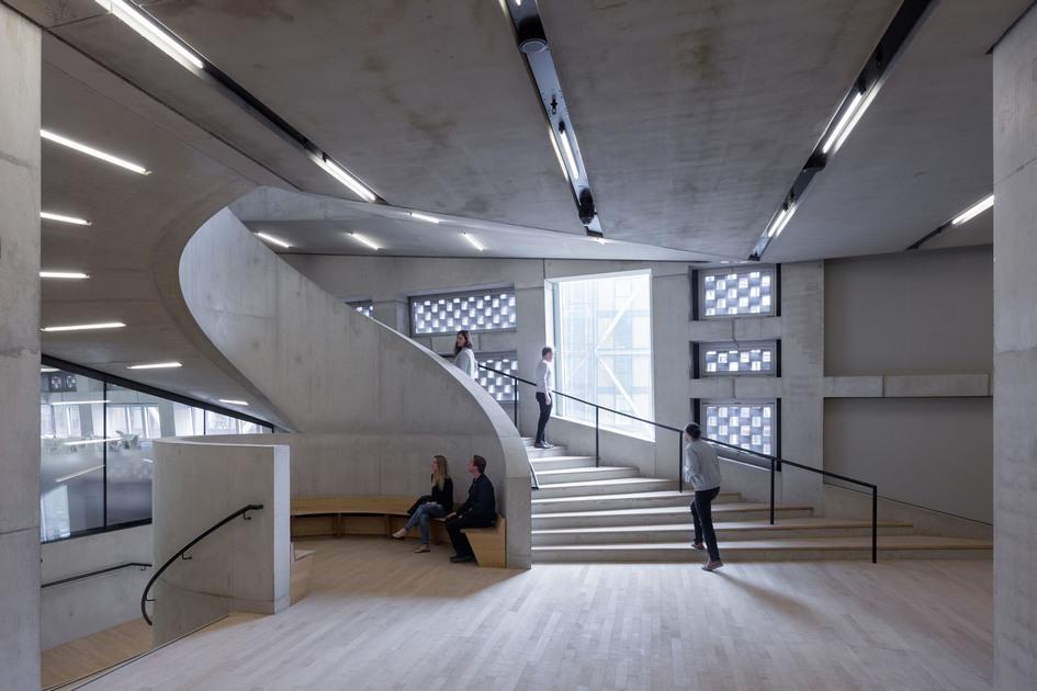 Осенью выйдет книга о новом корпусе Галереи Тейт, где будут опубликованыинтервью со всеми дизайнерами и архитекторами, которые работали над обликом Switch House