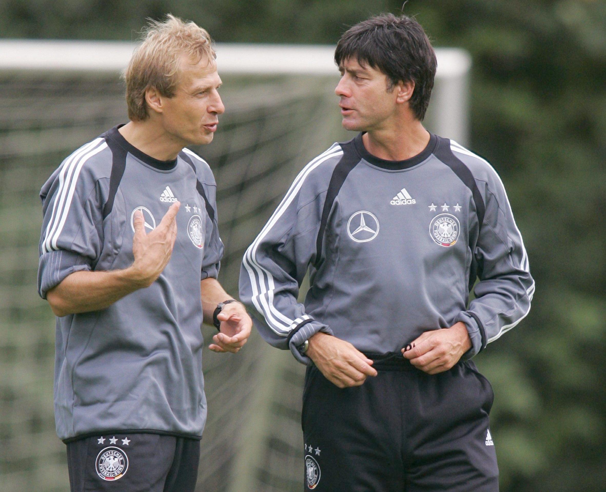 Юрген Клинсманн и Йоахим Лев на одной из первых тренировок сборной Германии