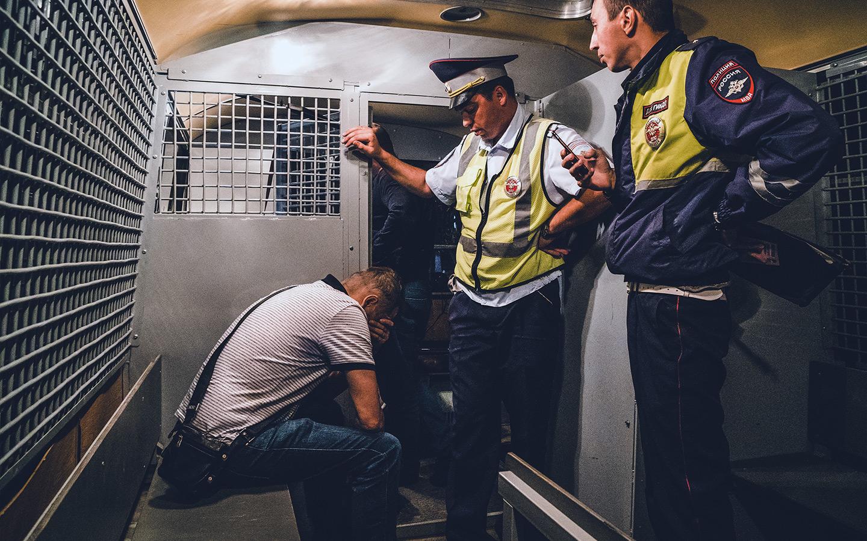 <p>Наказание за управление автомобилем в состоянии опьянения составляет штраф в 30 тысяч рублей с лишением права управления на срок от 1,5 до 2 лет.</p>
