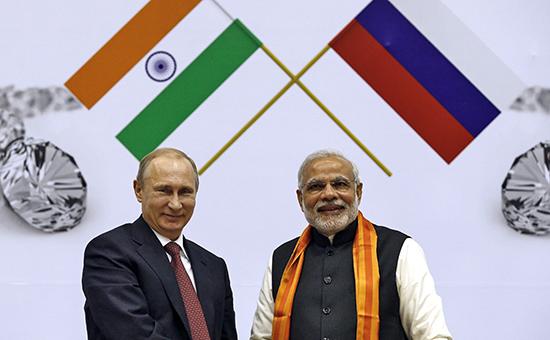 Президент России Владимир Путин и премьер-министр Индии Нарендра Моди (слева направо) на Всемирной алмазной конференции. Индия. Нью-Дели. 11 декабря