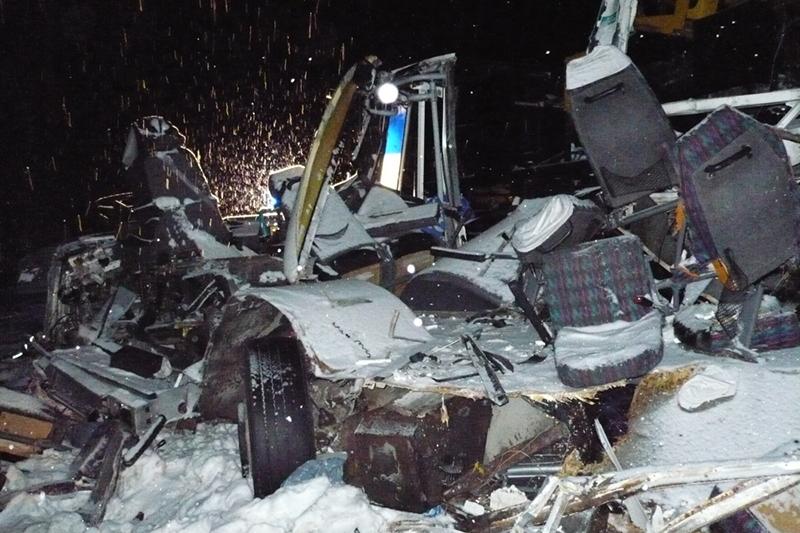 Дата: 4 декабря 2016 года Место: Ханты-Мансийский автономный округ  Место аварии на926-м кмавтодороги Тюмень—Ханты-Мансийск, гдестолкнулись автобус, ехавший изХанты-Мансийска, два легковых автомобиля игрузовик.