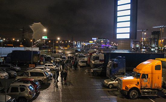 Дальнобойщики, выступающие против системы «Платон», у торгового центра «Мега Химки»