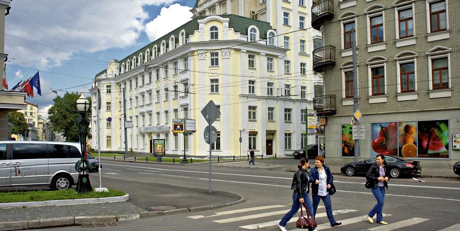 Улица Остоженка в Москве