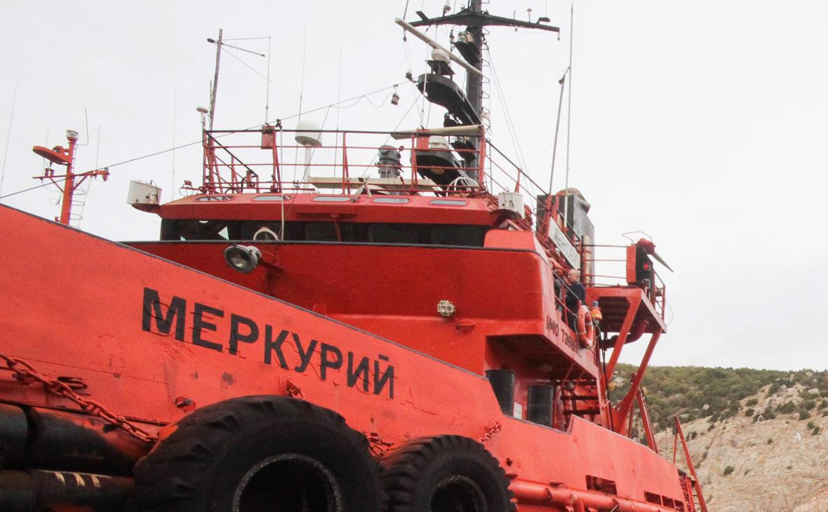В Керченском проливе моряков эвакуируют с судна после отравления