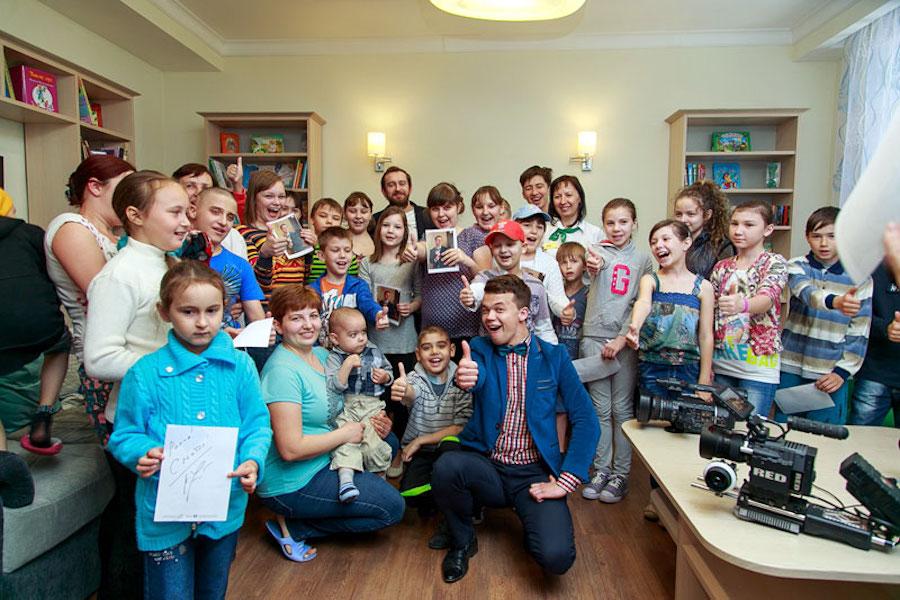 Константин Хабенский в «Доме Роналда Макдоналда» в Казани для детей, проходящих длительное лечение