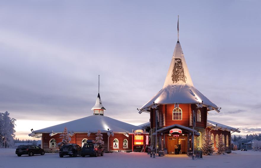 Деревня Йоулупукки под Рованиеми в Лапландии - официальное место жительства Санта-Клауса