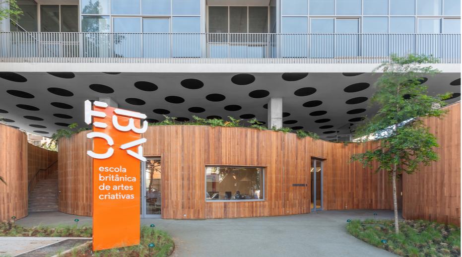 Здание британской школы креативных технологий