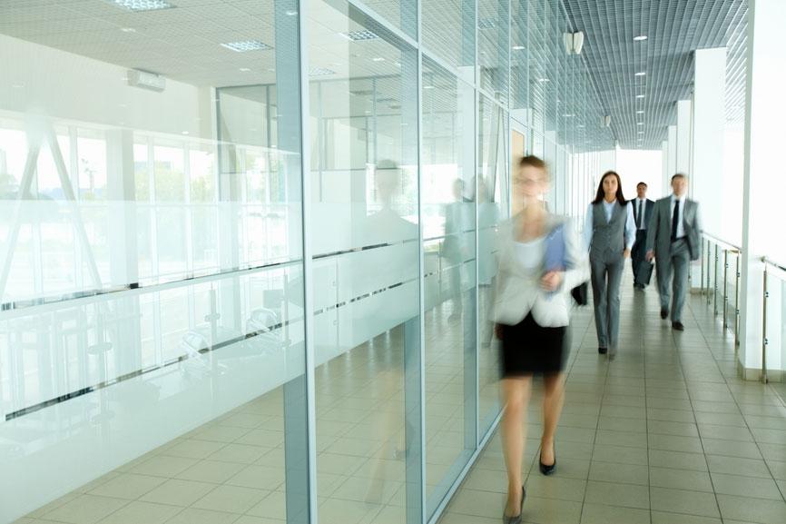 Зонированная планировка обеспечит комфортное сосуществование оживленной клиентской части с камерной рабочей зоной