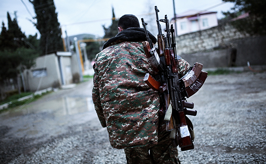 Военнослужащий впровинции Мартакерт вНагорном Карабахе 4 апреля 2016 года