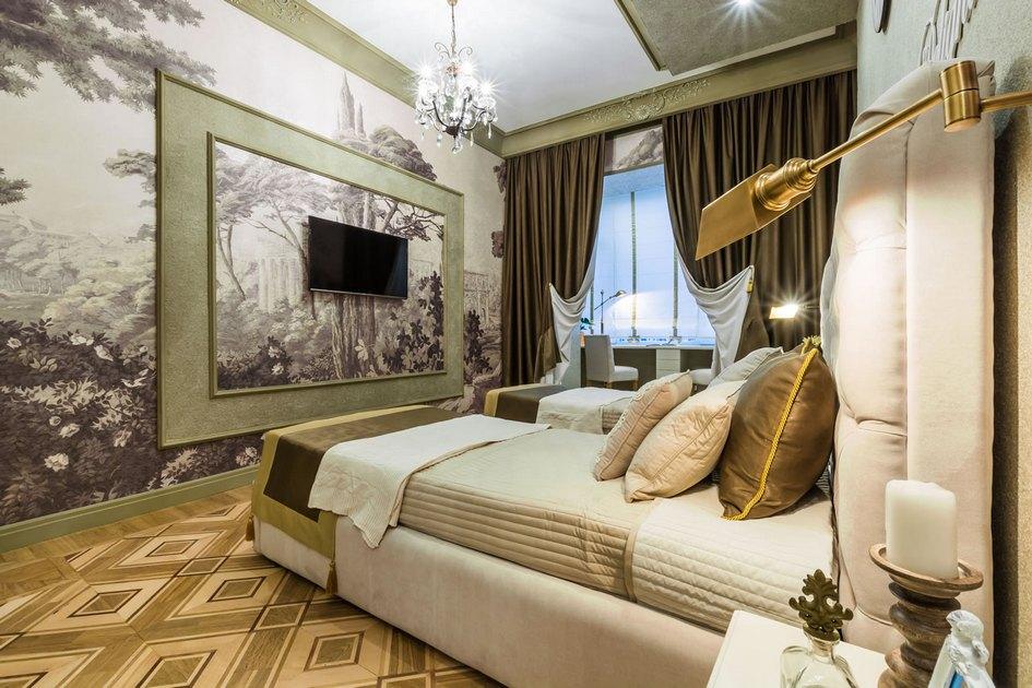 Новаторский подход дизайнера Ольги Савченко заключается втом, чтозанавесками закрывается нетолькоокно, но и весь рабочий отсек сразу—так одна изсестер сможет заниматься делами, покадругая спит втойжесамой комнате