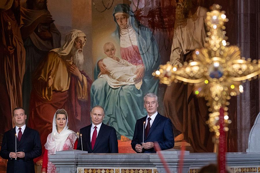 Дмитрий Медведев, Светлана Медведева, Владимир Путин и Сергей Собянин (слева направо)