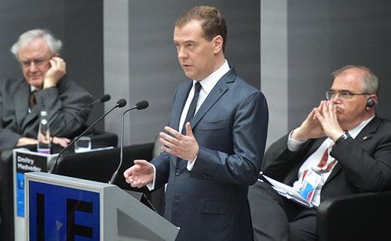 Премьер-министр России Дмитрий Медведев выступает на V Санкт-Петербургском международном юридическом форуме