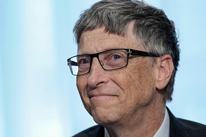 1. Билл Гейтс  Состояние: $75 млрд  Возраст: 60 лет  Страна: США  Место впрошлогоднем рейтинге:  1  Источник состояния: Microsoft  Основатель IT-гиганта Microsoft второй год подряд оказывается навершине мирового списка Forbes. Гейтс известен каккрупный меценат, основатель фонда Билла иМелинды Гейтс, которыйработает вобласти улучшения уровня здравоохранения вразвивающихся странах. На благотворительные цели Гейтсы уже направили более $31 млрд. В 2015 году, выступая вПариже наконференции ООН поизменению климата, Гейтс рассказал оформированиит.н. Breakthrough Energy Coalition—объединения более 20 миллиардеров, которые будут инвестировать впроекты, связанные сэкологически чистой энергетикой