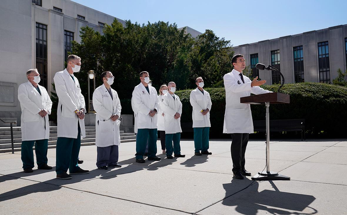 Шон Конли на брифинге в Национальном военно-медицинском центре Уолтера Рида в Бетесде, штат Мэриленд