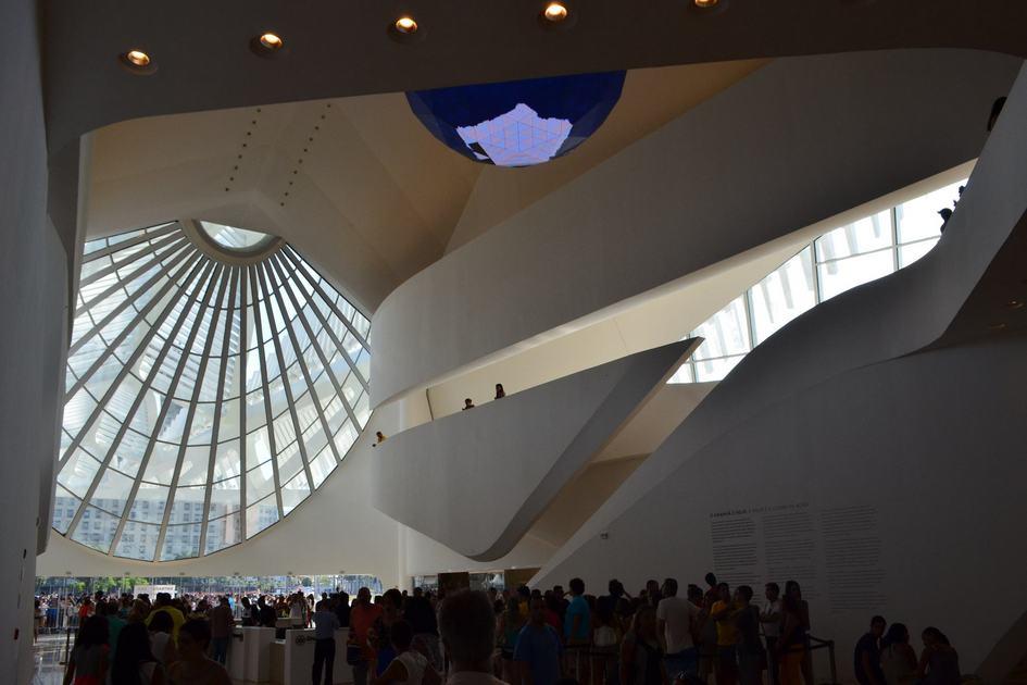 Museu do Amañha находится в бразильском городе Рио-де-Жанейро, с верхних уровней здания открывается вид на бухту Гуанабара. Музей состоит из 5 тыс. кв. м выставочного пространства и 7,6 тыс. кв. м площади под открытым небом. Эта площадь «обернута» вокруг всего здания