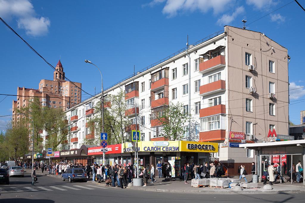 Жилой пятиэтажный дом на Волгоградском проспекте, 121/35, у станции метро «Кузьминки». 2017 год