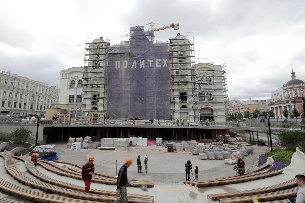 Вид на здание Политехнического музея на Новой площади