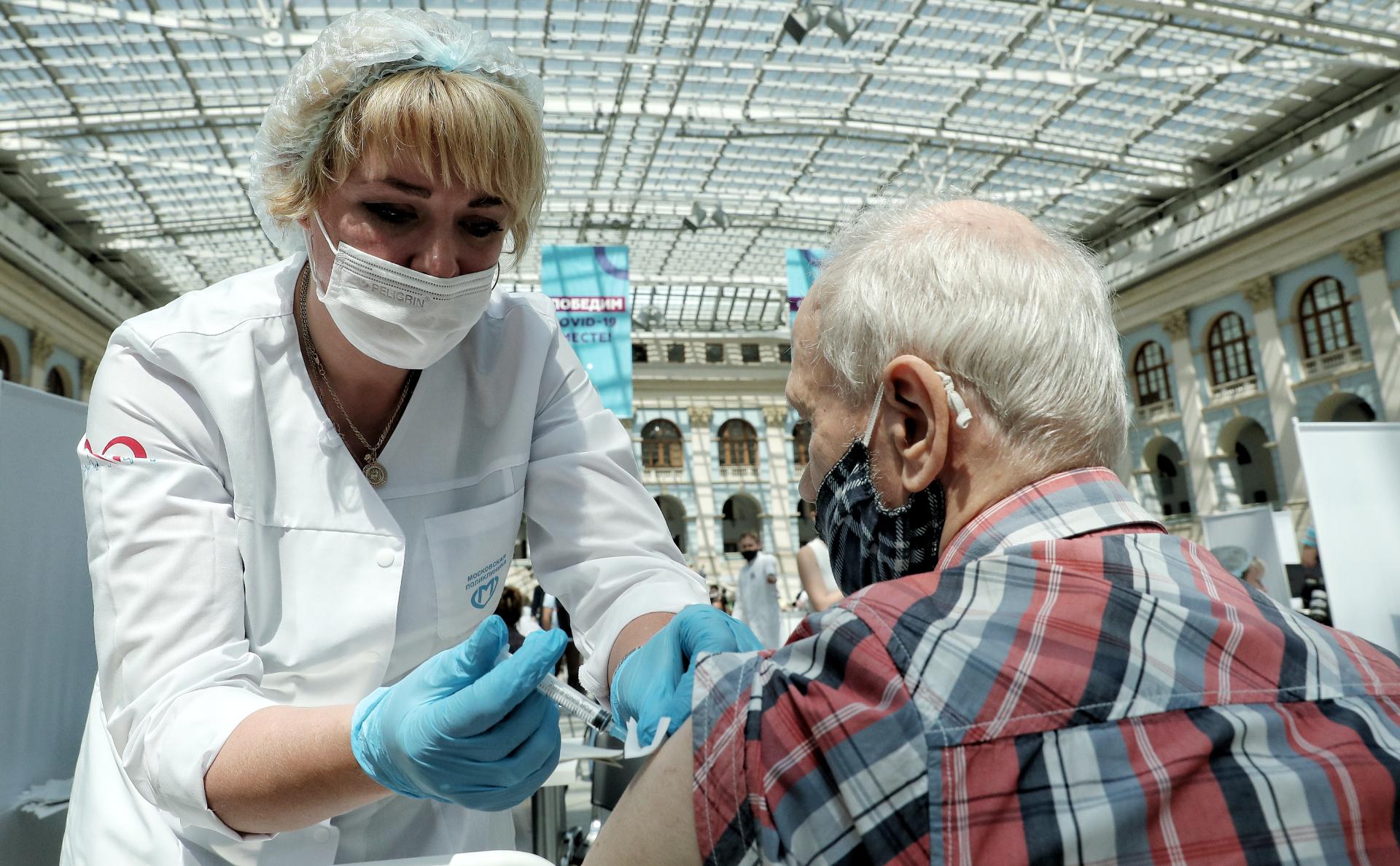 Собянин заявил об 1 млн привитых от коронавируса пожилых москвичей