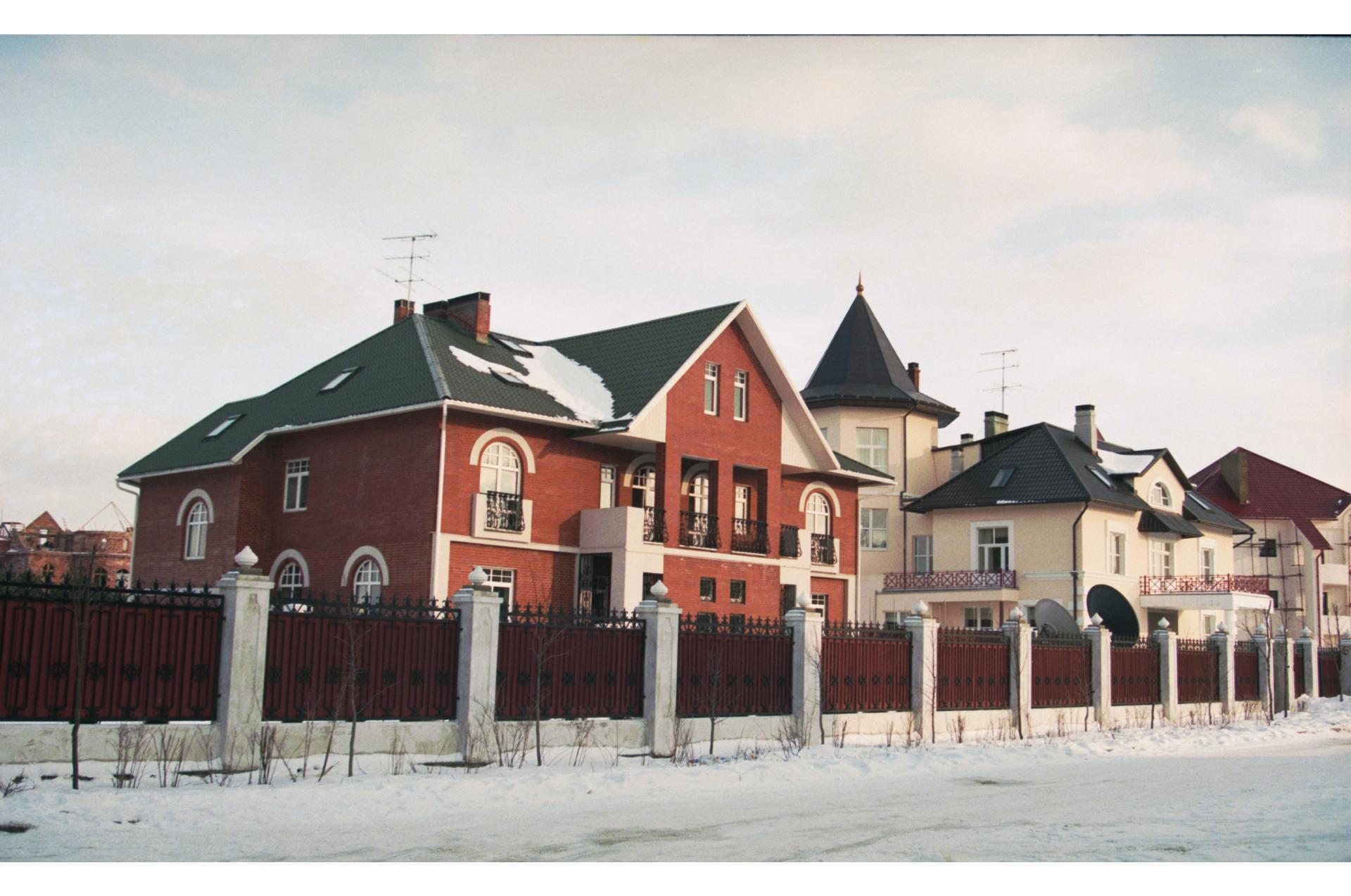 Частные владения в поселке Барвиха. 1998 год
