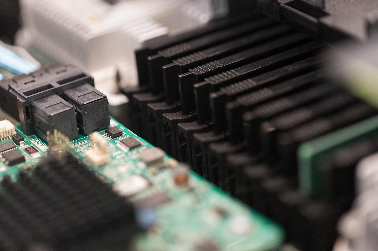 Наибольшую долю спроса на российские сервера формируют крупные корпорации.