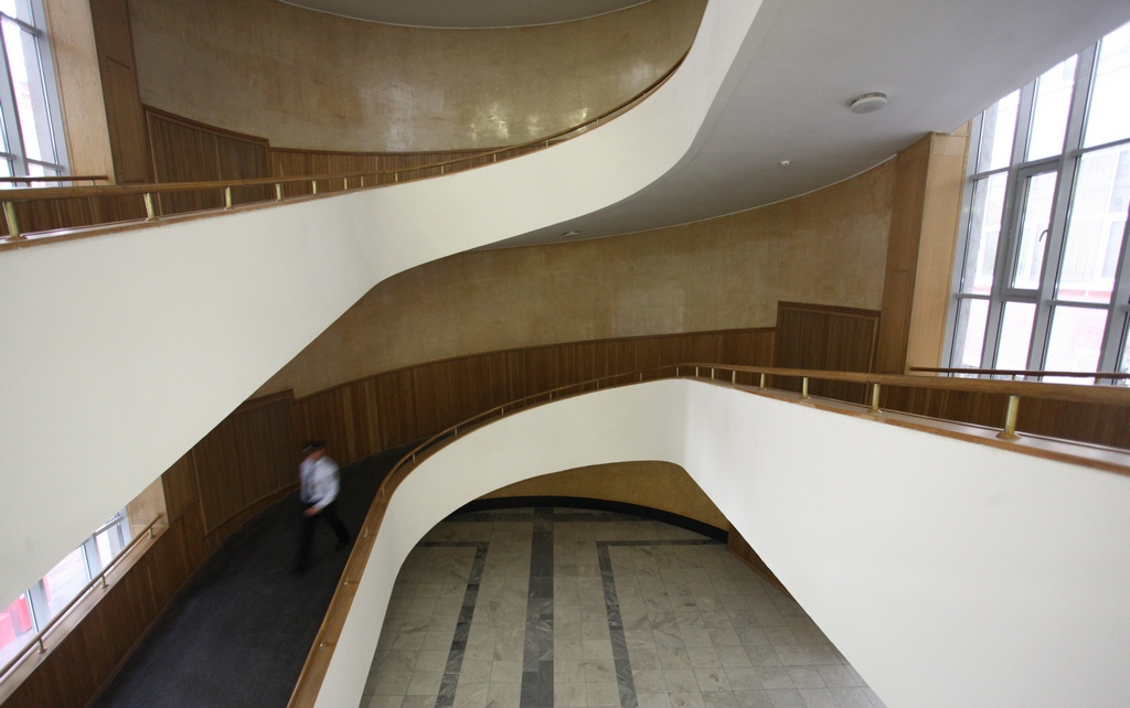 Пандусы между этажами здания