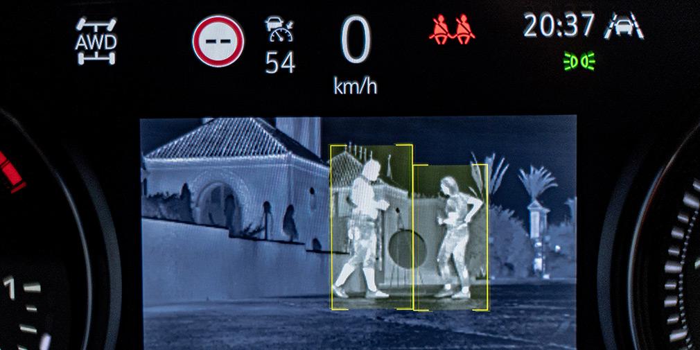 Проверено – камера ночного видения с дальностью в сто метров работает эффективно. Также хороша в работе система автоматического переключения дальнего/ближнего света.