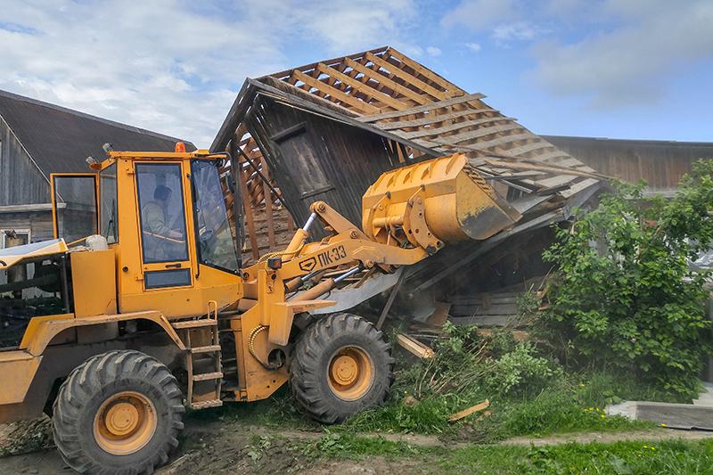 В поселке Плеханово Тульской области 30 мая начался снос цыганских домов, которые суд признал самостроем