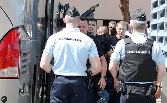 На месте задержания российских болельщиков вофранцузских Каннах, 14 июня 2016 года