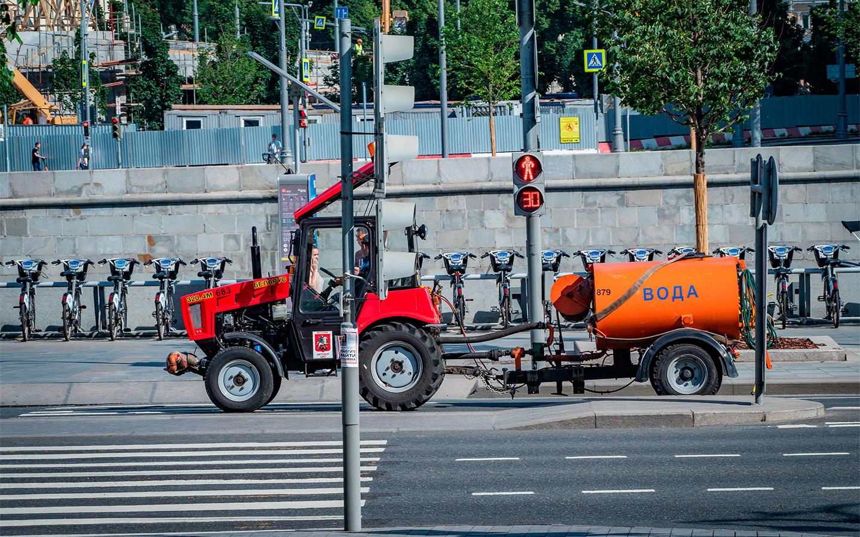 <p>Согласно приложению к ПДД, к тихоходам относятся механические транспортные средства, конструктивная скорость которых не превышает 30 км/ч.</p>