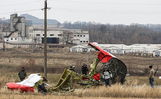 На месте крушения пассажирского самолета «Малайзийских авиалиний» Boeing777, разбившегося 17 июля врайоне села Рассыпное. Архивное фото