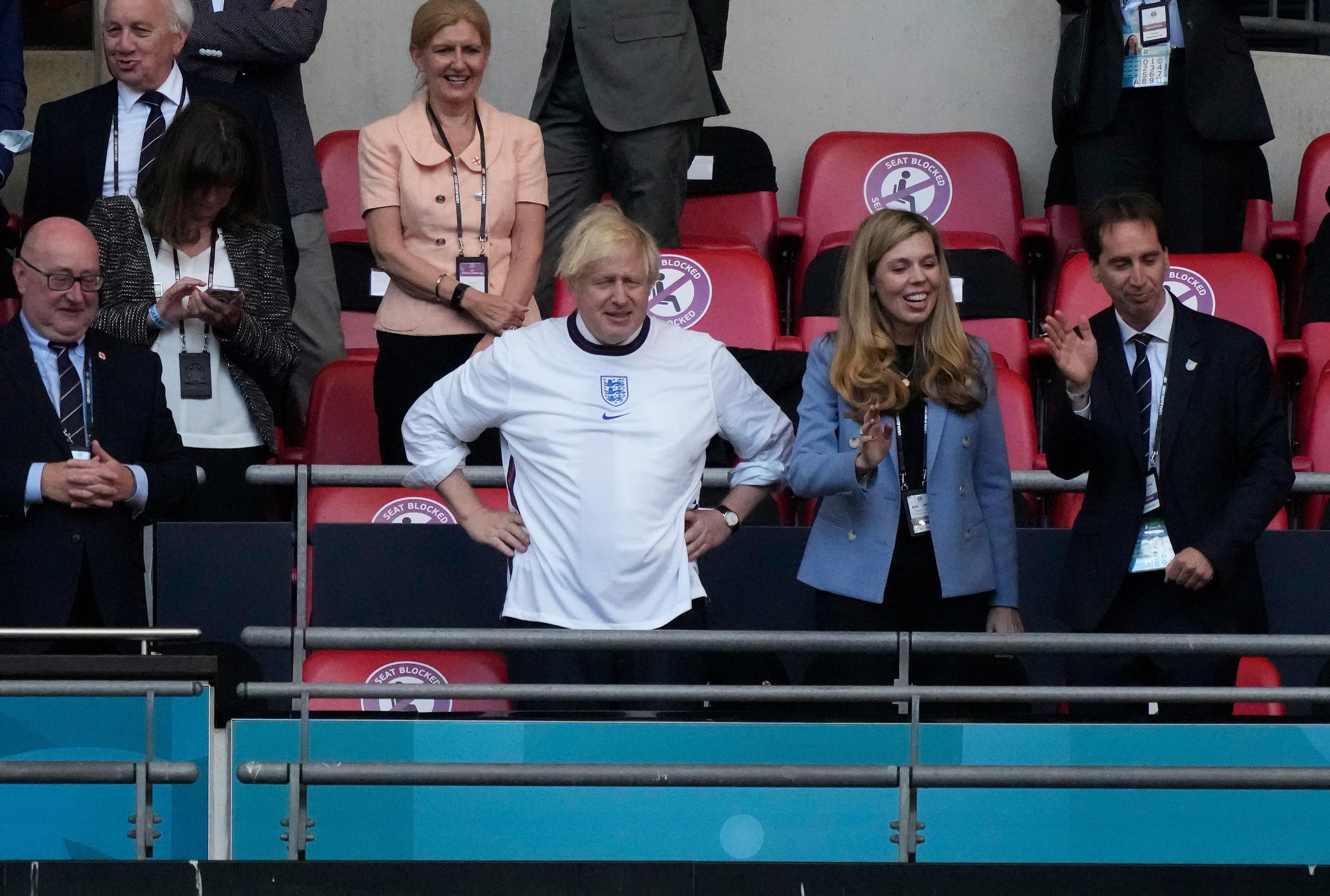 Фото:Премьер Великобритании Борис Джонсон с супругой (Frank Augstein - Pool/Getty Images)