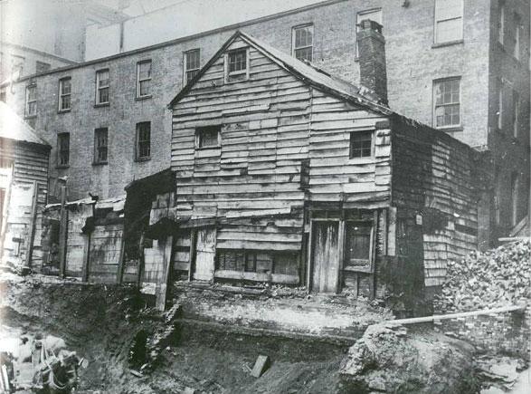 Старый дом на задворках Bleecker Street