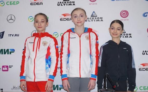 Фигуристки Софья Акатьева,Софья Муравьева и Аделия Петросян (слева направо)