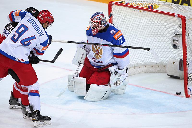 Вратарь сборной России Сергей Бобровскийпропустил первый гол в финальном матче чемпионата мира по хоккею против сборной Канады. Автором гола сталКоди Икин