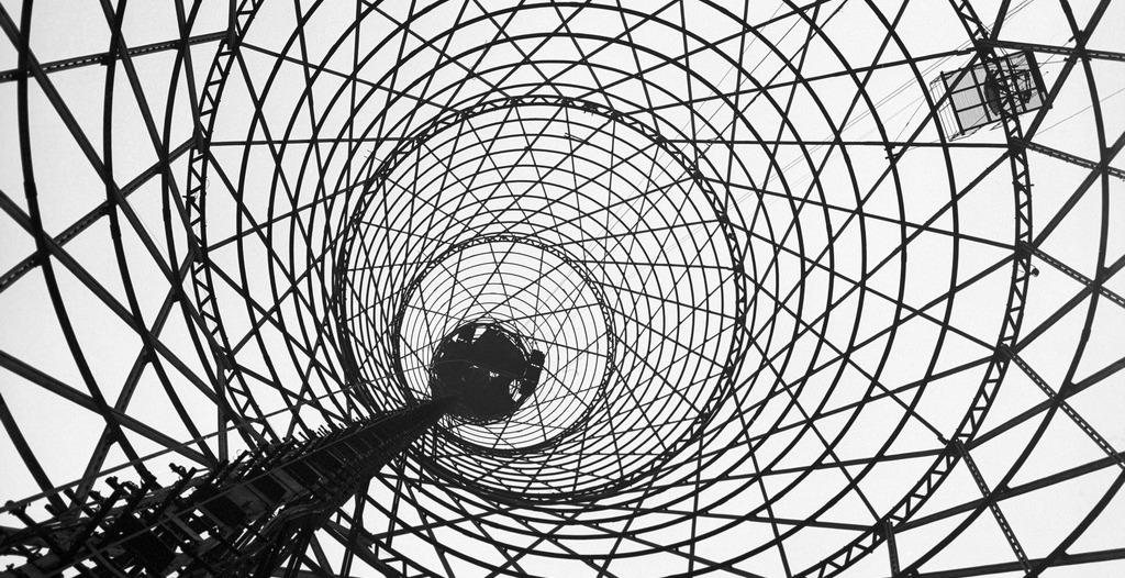 Шуховская башня на территории телецентра на Шаболовке. 1979 год