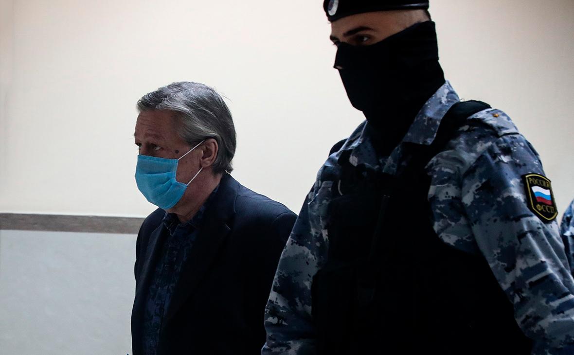 Суд приговорил Михаила Ефремова к восьми годам колонии :: Общество :: РБК