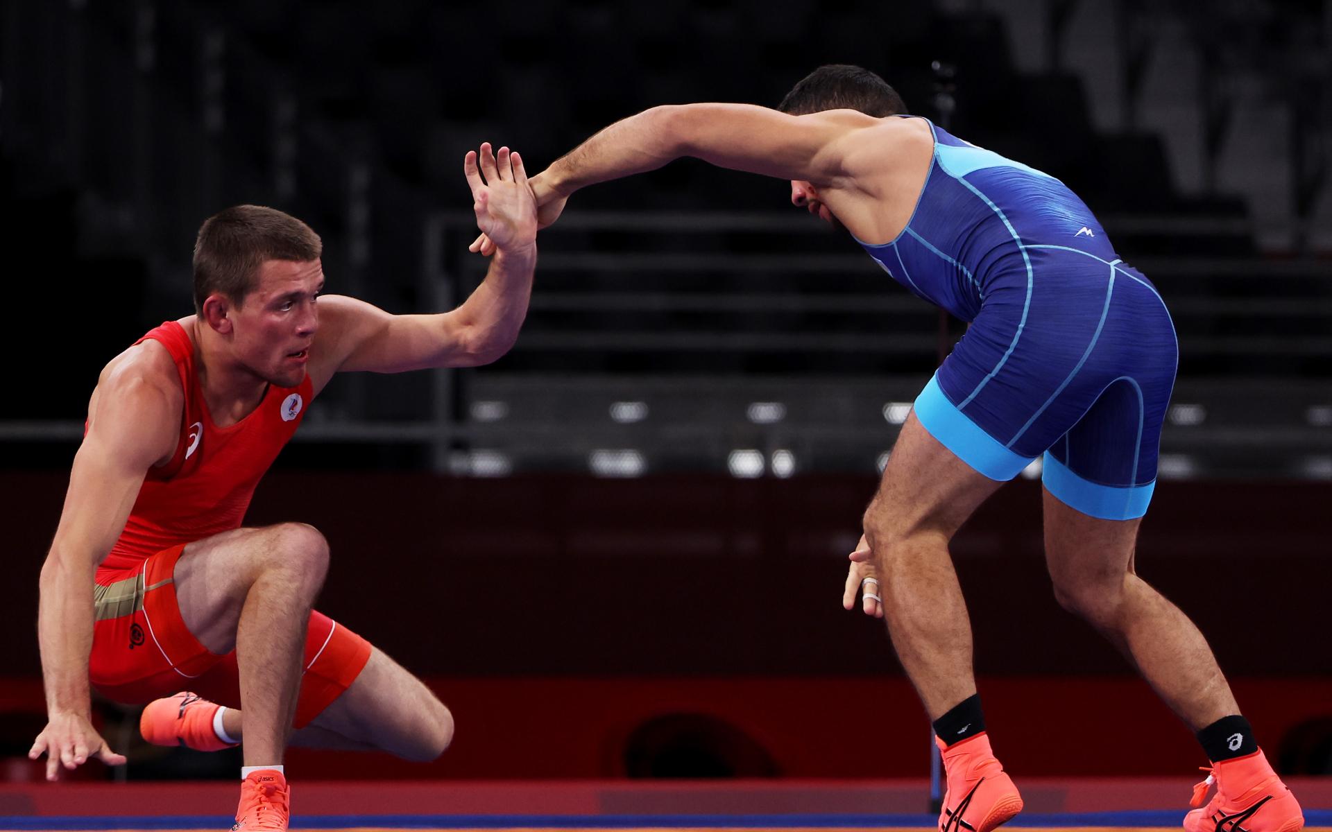 Фото: Артем Сурков справа (Getty Images)