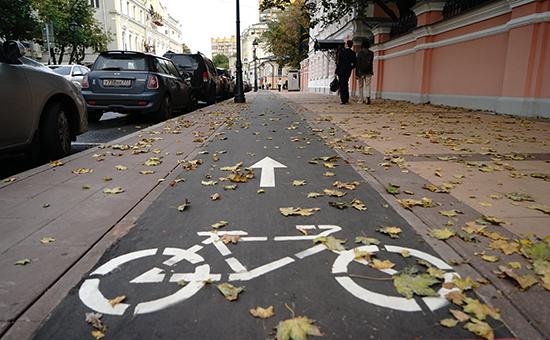 Москва, велодорожка на Большой Никитской. Сентябрь 2016 года